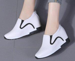 Женские туфли с скрытой платформой, цвет белый с черными вставками