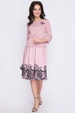 Комплект Комплект из блузона и юбки. Блузон из трикотажного полотна прямого силуэта,юбка из плотного трикотажного полотна с купонным рисунком,с мягкими складками по талии на притачном поясе.Застежка м