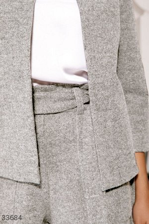 Классический серый костюм