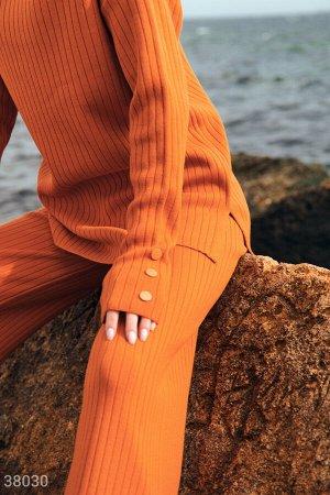 Оранжевый костюм из трикотажа в рубчик