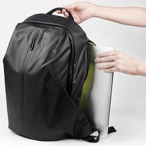 Рюкзак Очень удобный и вместительный рюкзак с водоотталкивающим покрытием. Он имеет особую форму: сужается сверху и расширяется снизу, словно треугольник. Вся его поверхность прилегает к линиям челове