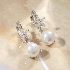 """Серьги с жемчугом """"Грейс"""" шар и цветочек, цвет белый в серебре"""