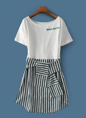"""Женское платье, надпись """"Moment matters"""", белый верх, низ в зеленую полоску"""