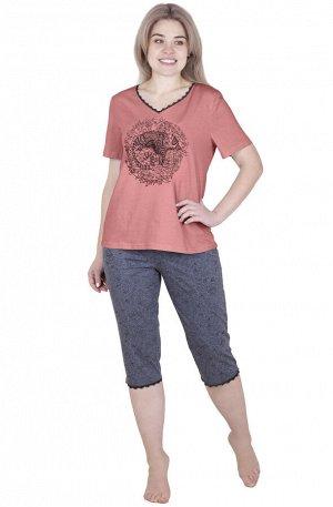 Комплект Пижама состоит из футболки и бриджей, из нежного хлопчатобумажного полотна. Однотонное полотно футболки гармонично сочетается с модным принтом в центре изделия, V-образный вырез горловины укр