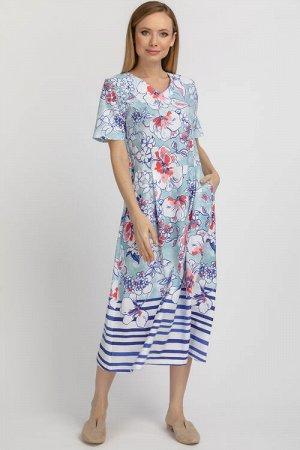 Платье Платье с крупными цветами на бело-голубом фоне и широкими полосками по низу подола, из трикотажа. Полуприлегающий  силуэт. Отрезное, с заниженной талией, юбка со складками, карманы в боковых шв