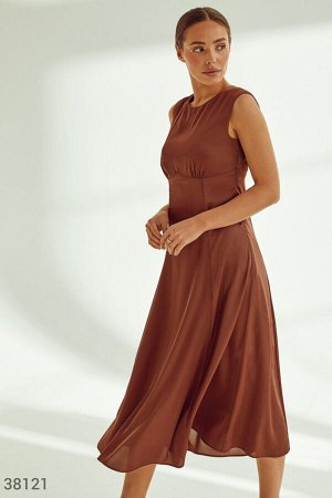 Лаконичное платье из шелка