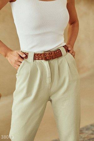 Оливковые брюки с защипами