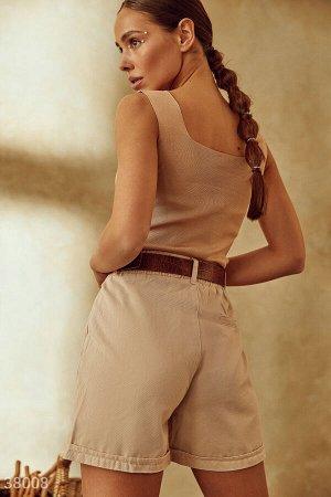 Бежевые шорты с отворотами