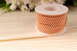 Бусины под жемчуг цепочкой (разм.SS8) золото с розовыми бусинами. Цена за 50 см.