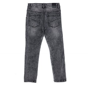 Джинсы Состав: 98% хлопок, 2% эластан  Цвет: светло-серый  Год: 2021 Брюки - джинсы выполнены из натуральной хлопковой ткани с добавлением эластана. Классическая 5-ти карманная модель, со шлевками. Пр
