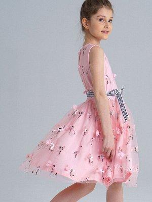 Платье Состав: Верх- 100% полиэстер, Подкладка- 95% хлопок, 5% эластан Цвет: светло-розовый  *Нарядное платье без рукавов *верх из сетки с 3D декором фламинго *пояс – контрастная тесьма со шрифтовы