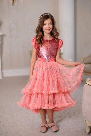 Платье Нарядноеплатье-трансформер. Перед платья сшит из ткани с реверсивнымипайетками, спинка - однотонная из плотной атласной ткани. К платью пристегивается замочком на поясе пышная, мног