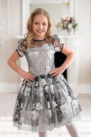 """Платье Нарядное платье с очень пышным многослойным подъюбником. Материал верха сетка с """"серебряным"""" шитьем. Молния по спинке. Завязывается на пояс-бант.  ***  На фото девочка около 138см, платье разме"""