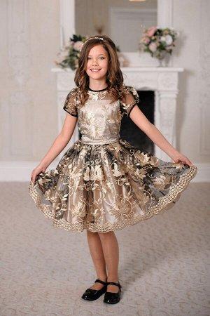 """Платье Нарядное платье с очень пышным многослойным подъюбником. Материал верха сетка с """"золотым"""" шитьем. Молния по спинке. Завязывается на пояс-бант.  ***  На фото девочка около 140см, платье размер 3"""