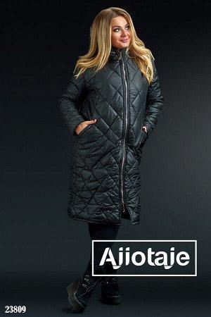 Стеганое пальто черного цвета с капюшоном