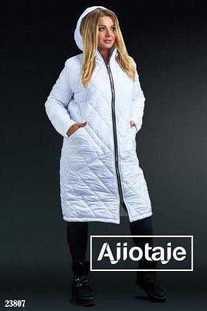 Стеганое пальто белого цвета с капюшоном