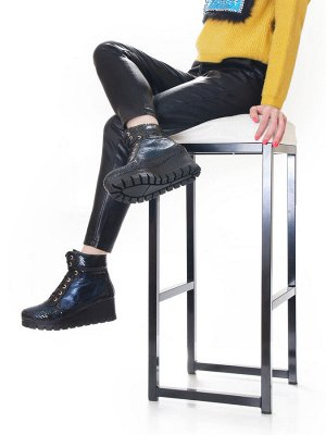 Ботинки Страна производитель: Турция Полнота обуви: Тип «F» или «Fx» Вид обуви: Ботинки Сезон: Весна/осень Материал верха: Лаковая кожа натуральная Материал подкладки: Байка Каблук/Подошва: Танкетка В
