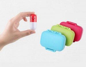 Таблетница Цвет в ассортименте Кому точно пригодится таблетница: Тем, кто пьет лекарства ежедневно (для этого не обязательно болеть, например, спортсмены каждый день принимают различные БАДы и витамин