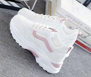Женские кроссовки, две полоски на боковой части, розовый язычок и задник, цвет белый