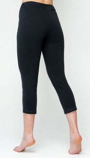 Бриджи Цвет: темно-серый  Бриджи, длиной ниже колена, пошиты из натурального хлопкового трикотажа с добавлением лайкры. Полотно прекрасно тянется, но сохраняет свою форму даже при длительной носке, хо