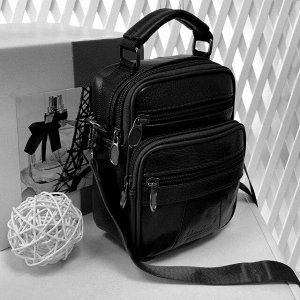 Мужская сумка Nux из мягкой натуральной кожи с ремнем через плечо чёрного цвета.