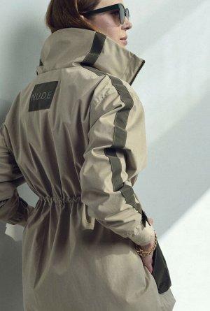 Куртка Стильная парка из плащевой ткани. Прямой силуэт, кулиска на линии талии, регулируется шнурком. Застежка на молнию ,настрочные обьемные карманы портфели.Низ рукава оформлен резинкой, имеет допол