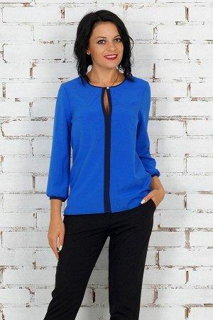 Комплект Комплект блуза и брюки. Блуза выполнена из эластичной блузочной ткани. Вырез горловины круглый. По переду горловины разрез на пуговице. Рукава длинные 48 см. Низ прямой. Без подклада. ДИ в 4