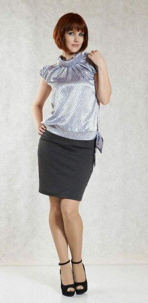 Блуза Блуза, прямого силуэта выполнена из атласного полотна стального цвета в черный горошек. Аккуратный ворот стойка на отвороте, короткий рукав фонарик слегка прикрывает плечо. Передняя полочка блуз