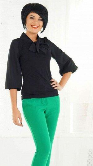 Блуза Блуза выполнена из трикотажного полотна и плотного шифона. Перед, спинка и манжет на рукаве из трикотажа, пышный рукав и галстук из шифона. Длинна рукава 49 см. ДИ 42 р. 59 см. Рост модели 164