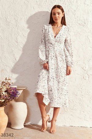 Нежное белое платье с цветами