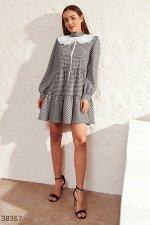 Клетчатое платье с акцентным воротником