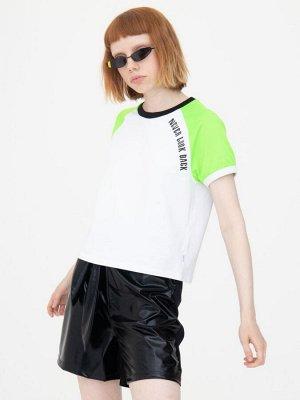 Комплект женский: футболка укороченная и шорты с завышенной посадкой