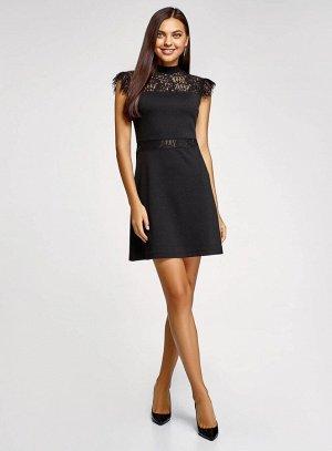 Платье без рукавов с кружевной отделкой
