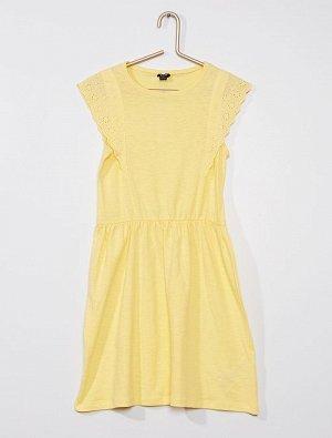 Платье Материал верха 100% ХЛОПОК; Очаровательная модель с вышивками! <br>- Платье из хлопка <br>- Круглый вырез горловины <br>- Рукава с оборками с вышивками <br>- Подчеркнутая талия <br>- Расклешенн