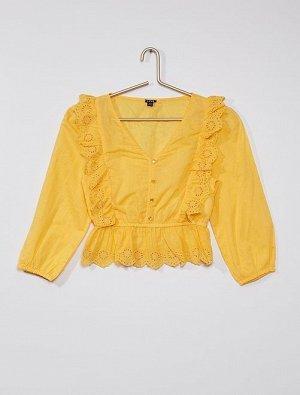 Блузка с воланами и вышивкой
