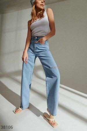 Широкие джинсы с разрезом