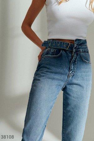 Прямые джинсы с асимметричным поясом