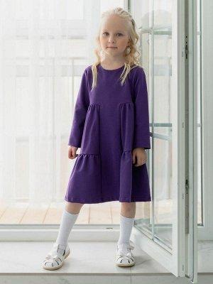 """Платье Платье """"летящего силуэта"""" из футера фиолетового цвета для девочки, с 2 воланами, с длинными рукавами. Для удобства одевания на спинке застежка с потайной молнией. Изделие выполнено из трикотажа"""