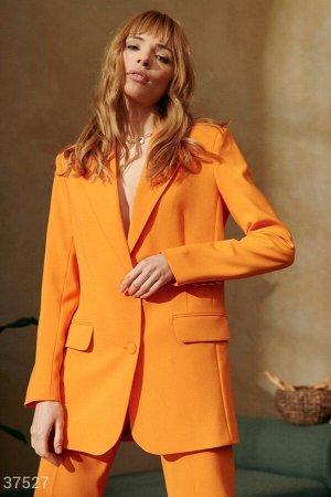 Яркий пиджак оранжевого оттенка