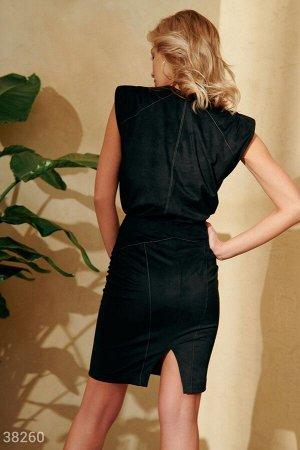 Черный костюм с контрастной строчкой