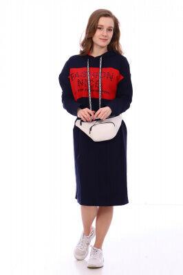 Платье Цвет: темно-синий; Состав: хлопок 72%, п.э. 20%, лайкра 8% Стильное платье в спортивном стиле на весну! На моделе представлен модный лук этого года. Платье идеально подходит для повседневной но