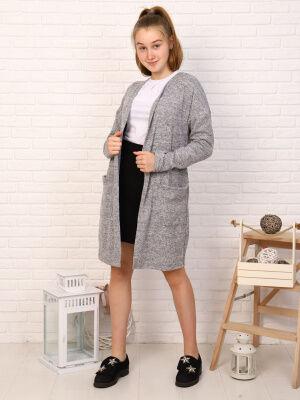 Кардиган Цвет: серый; Состав: пэ100%; Материал: трикотажное полотно Кардиган - универсальная вещь в гардеробе любой девочки! С платьем, с джинсами, в школе, на прогулке - наш кардиган везде будет умес