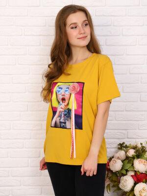 Футболка Цвет: жёлтый; Состав: хлопок 95%, эластан 5%; Материал: Кулирка с лайкрой Футболка из кулирки с лайкрой. На груди принт с добавление необычного элемента (пушистик). Такая футболка сделает люб