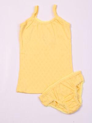 Комплект Цвет: жёлтый; Состав: Хлопок 100 %; Материал: ажурное трикотажное полотно Состоит из маечки и трусиков. Изготовлен из ажурного трикотажа.