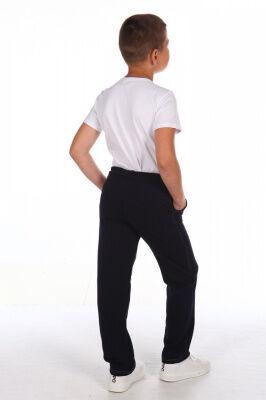 Брюки Цвет: синий; Состав: хлопок 72%, п.э. 20%, лайкра 8%; Материал: Футер двухнитка Трудно представить современного ребенка, у которого не было бы в гардеробе таких удобных брюк, выполненных из плот