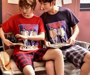 """Парная хлопковая пижама(футболка+шорты), принт """"Люди с газетой"""", женский цвет -красный, мужской цвет - сине-черный"""