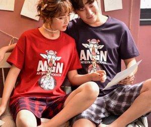 """Парная хлопковая пижама(футболка+шорты), принт """"Жираф"""", женский цвет -красный, мужской цвет - сине-черный"""