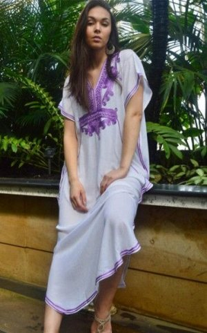 """Женское длинное платье, принт """"узоры"""", цвет белый/фиолетовый"""