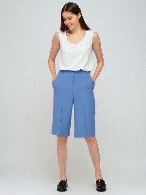 Шорты Состав: 50% полиэстер, 50% вискоза Цвет: голубой  Шорты прямого кроя до колена??Прямые шорты до колена - неординарная и стильная часть современного гардероба. Универсальный дизайн шорт позволяет