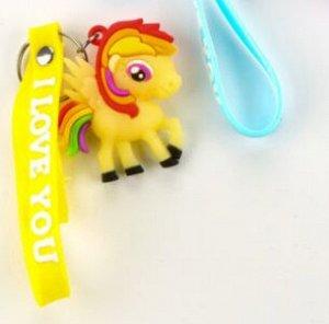 Желтый Красивый резиновый брелок-игрушка. Образ этого героя известен не только детям, но и их родителям. Брелок отлично подойдет в качестве подарка или очень приятного сюрприз для вашего ребенка. Аксе